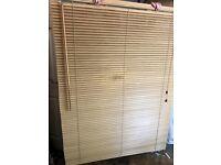 Wooden Venetian blinds (120x150)