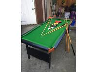 Pool table + cues and balls