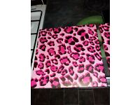 Free 2 pink leopard print canvas
