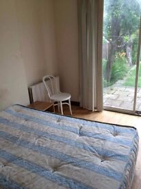 FULLY FURNISHED BEAUTIFUL DOUBLE ROOM IN HARROW, RAYNERS LANE TUBE, PICCADILLY LINE. 2 KITCHENS.