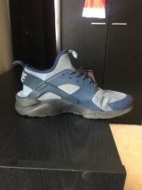 Size 8 boys blue nike huarache ultra trainers