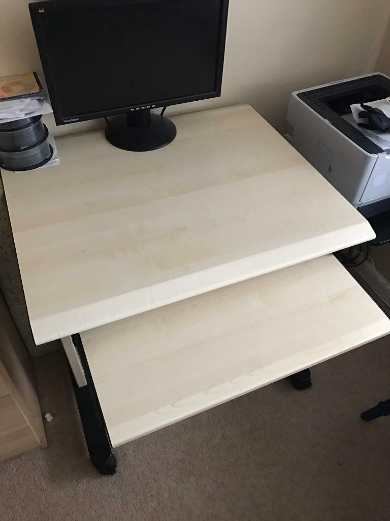 Computer desk with chairin Roundhay, West YorkshireGumtree - Computer desk and chair in very good condiotion.Ready for collection in roundhay area