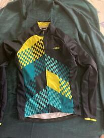 Zipped cycling jacket