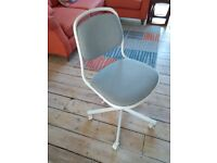 Swivel chair. Adjustable height. Excellent condition. White and light grey.