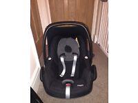 2 x Maxi cosy pebble car seats
