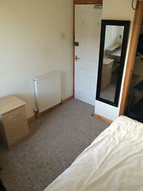 Bedroom to rent in a 5 - bedroom house near RGU in Garthdee