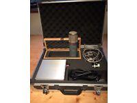 Tube Microphone. SE electronics Z56OOa II