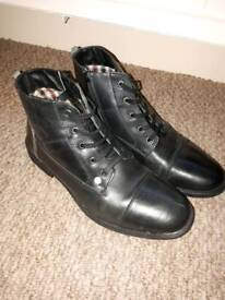 Mens black leather ankle boots size 9 (still available)