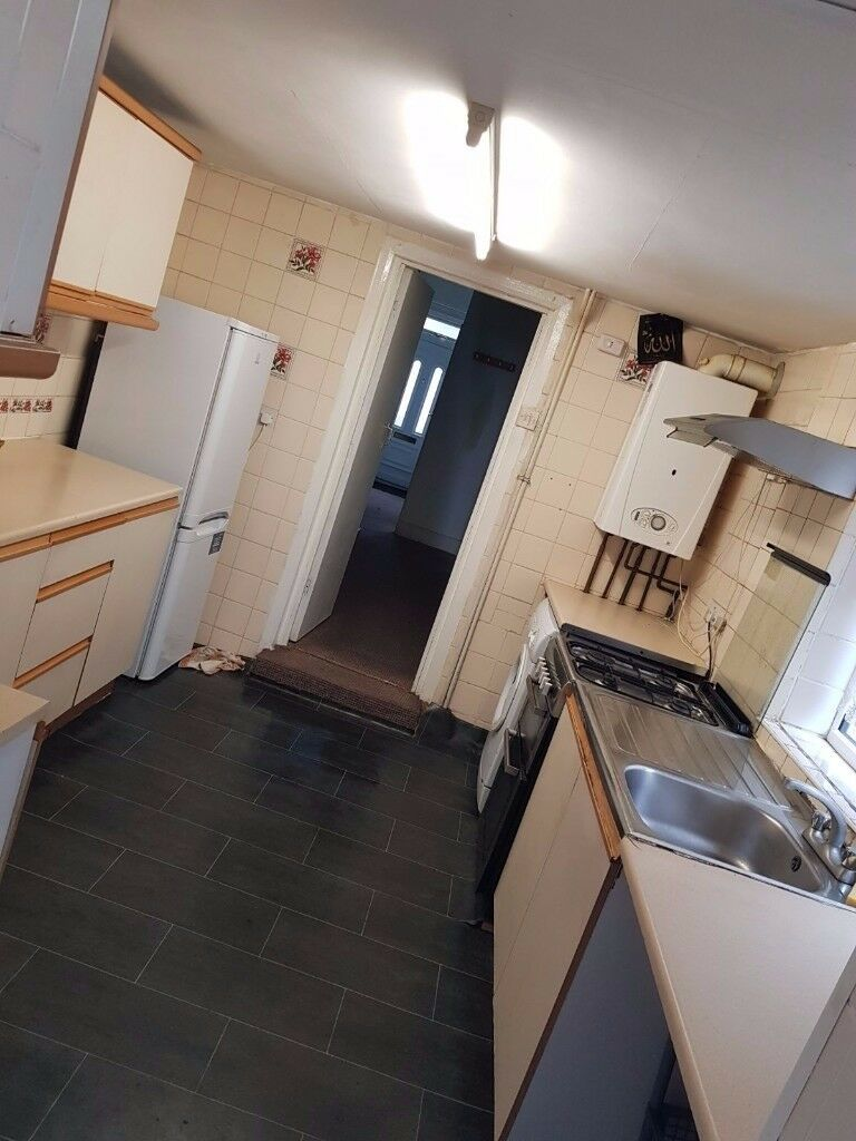 4/5 bedroom house in Forest Gate - Company let and Sharers are welcome