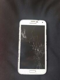 Samsung S5 for sale. Cracked screen. In perfect working condition.