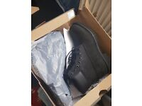 *NEW* Timberland Boots Premium Boxed 8.5, Black