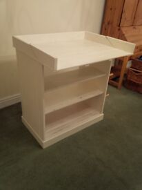 Fold down baby Changing unit