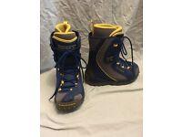 Unisex snowboarding boots - size 4.5 UK (5-US) Salomon thermicfit