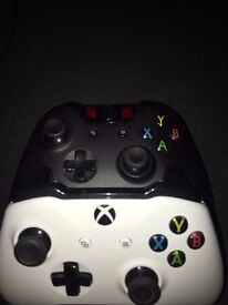 Xbox One Console 500GB - 2 Controllers (No Games or Kinect)