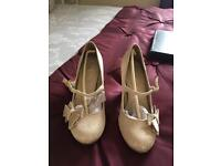 Gold ruby shoo (size 5)