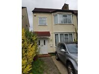 3 Bedroom house with 2 living rooms - Gants Hill
