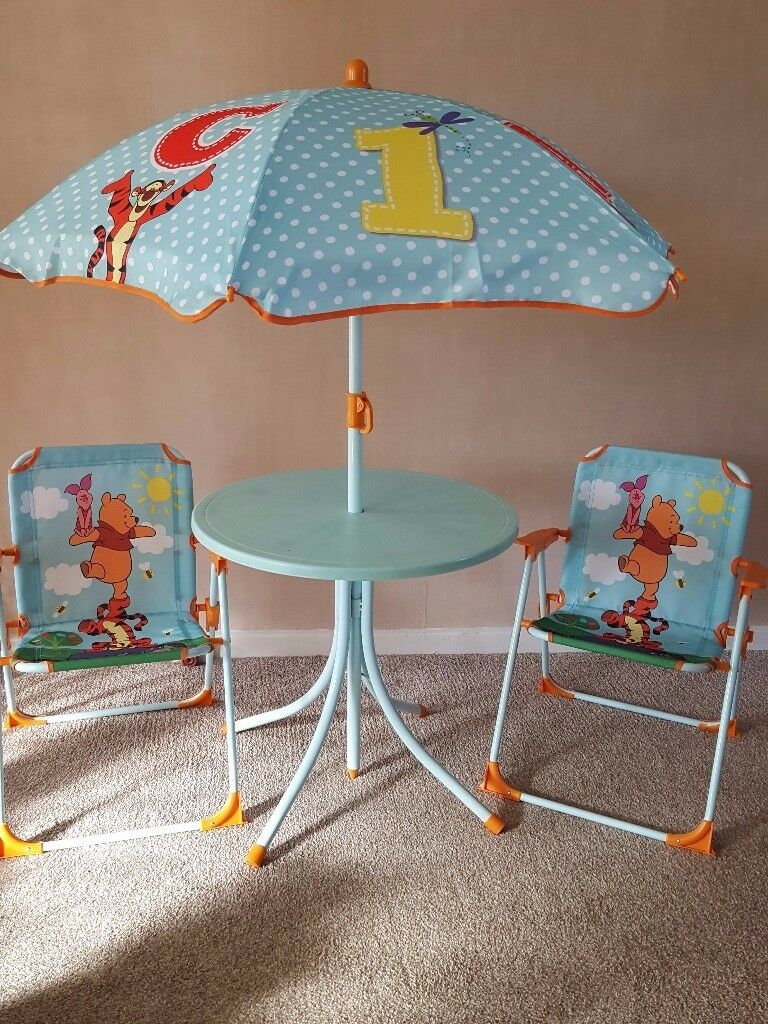 Picnic Table, Parasol and Two Chairs - Winnie the Pooh for Toddlers