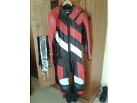 One piece leather racing outfit