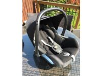 Maxi Cosi Cabriofix Baby Car Seat & Winter Foot Muff