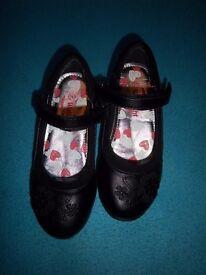 Girls Black Velcro School Shoes Size 11 IP1