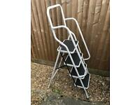 Step Ladder with Handrail