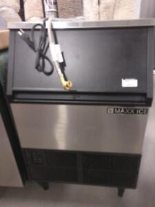 Maxx Ice 24 in. 250lb Freestanding Ice Maker