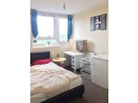 Bright Double Room in Zone 2 !!