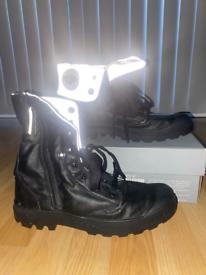 Size 9 Palladium Baggy Zip Boot in Black/ Reflective