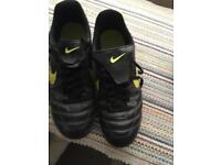 Nike size 11 t1empo