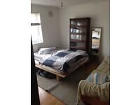 Double room 7 min to Stockwell station with sofa