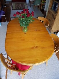 Extendable solid pine dinning table for sale