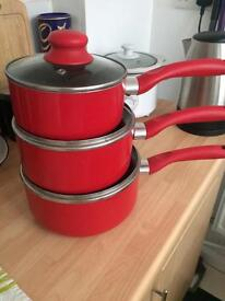 Set of Wilko saucepans