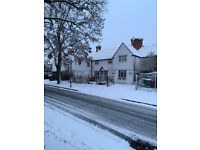 Rooms to rent, furnished, spacious house close to the railway station and GCHQ