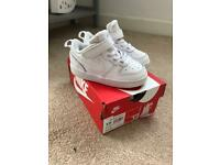 Toddlers size 6.5 Nike trainers