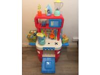 ELC sizzling cooks kitchen with lots of accessories