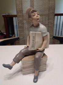 Nao 'News boy' figurine