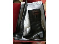 Tamaris Women's Classic Boots, Black/Mocca with box