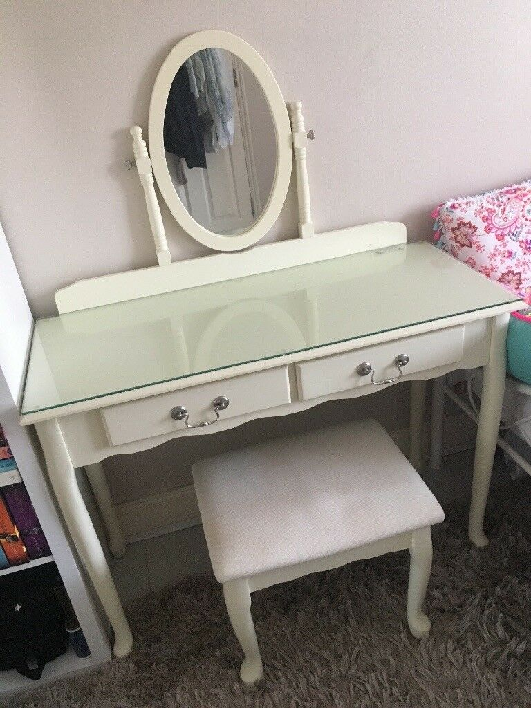 Used Elysee Dressing Table Mirror And Stool Set In Bethnal Green
