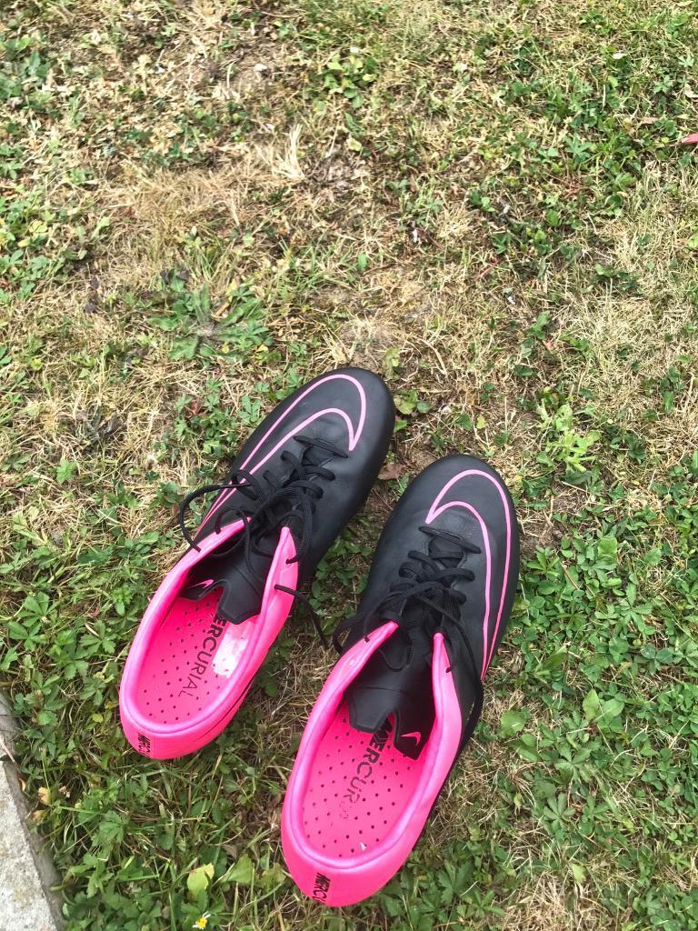 Nike football boots 9.5in Romford, LondonGumtree - Worn a couple of times still in very good condition as you can see from the picture. Receipt available if requested. Selling as i no longer need them. Contact me