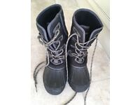 Snow Boots - Size 4, boy/child/small adult