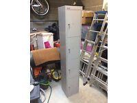 1 x Bisley 4 door locker cabinet with keys