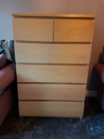 Bedroom furniture, 2 x chest of drawers, 2 x bedside cabinets with adjustable shelves
