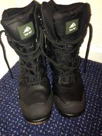 Rockfall waterproof solid winter boots size 6