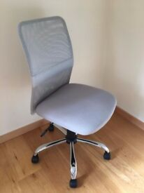 Light grey office chair, perfect condition (hardly ever used)
