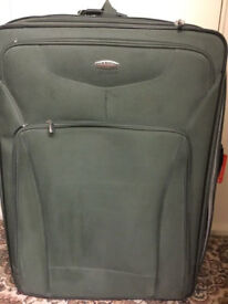 Hardly used Ricardo Plam Springs extra large suitcase like new in very good condition only £45