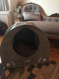 Igloo Dog Bed size medium