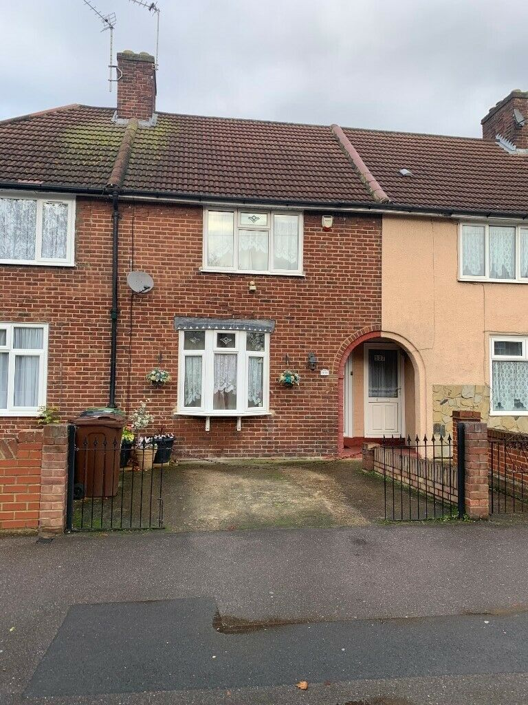 BEAUTIFUL 2 BEDROOM HOUSE READY TO MOVE IN DAGENHAM, | in ...