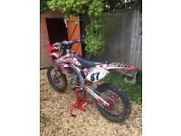 Honda cr250r motocross bike