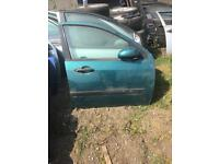 Ford Focus mk1 2000 drivers door green 5DOOR