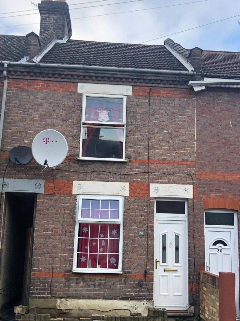 Stupendous 2 Bedroom House For Rent In Dallow Area In Luton Bedfordshire Gumtree Download Free Architecture Designs Lukepmadebymaigaardcom